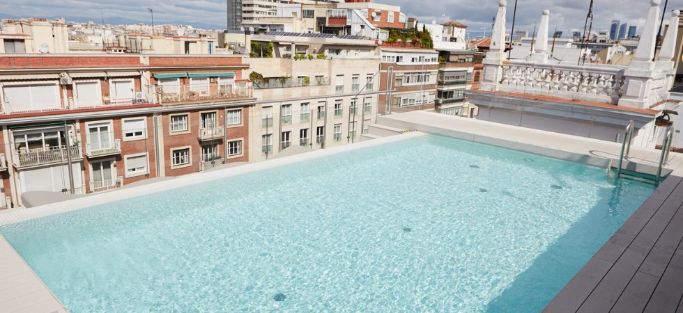 Flat with a rooftop pool
