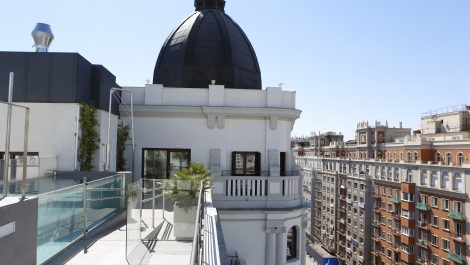 Apartment in Madrid center with a rooftop pool
